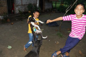 Kinderbesuch im Dorf